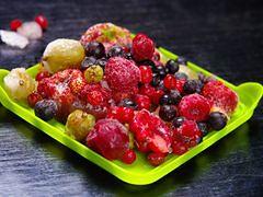 Sposoby na mrożenie owoców i ziół