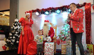 Rodzice oburzeni zachowaniem Mikołajów. Ranią dzieci chamskimi docinkami i obiecują drogie prezenty