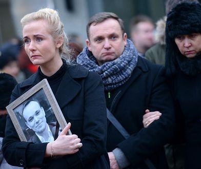 Anna Kalita na pogrzebie męża, Tomasza