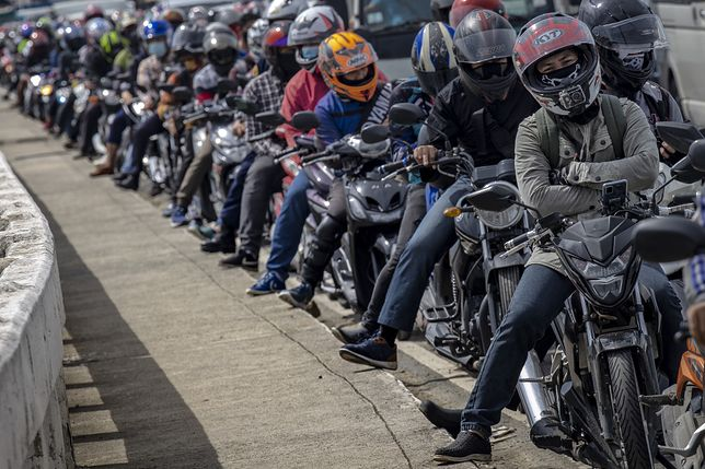 Motocykle to popularny środek transportu na Filipinach.