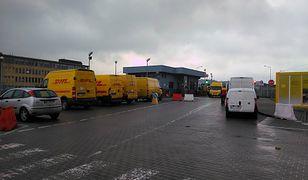 Tak w piątkowe przedpołudnie wyglądała sytuacja na bazie DHL w Warszawie