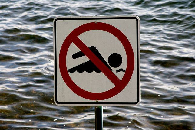 Zakaz kąpieli obowiązuje do odwołania.