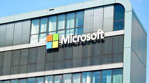 """Microsoft zmagał się z potężną awarią usług. Musiał użyć """"alternatywnej infrastruktury"""""""