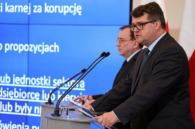 Minister koordynator ds. służb specjalnych Mariusz Kamiński i wiceminister Maciej Wąsik