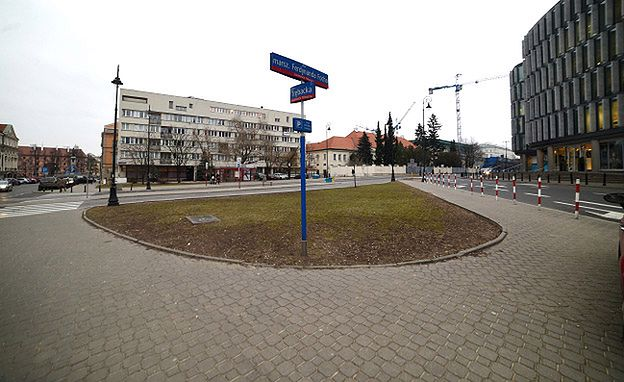 Radni przegłosowali: pomnik smoleński stanie na rogu ul. Trębackiej i Focha