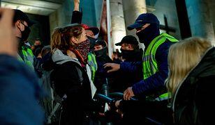 Strajk kobiet. Katowiccy policjanci mówią, jak z ich perspektywy wyglądają protesty