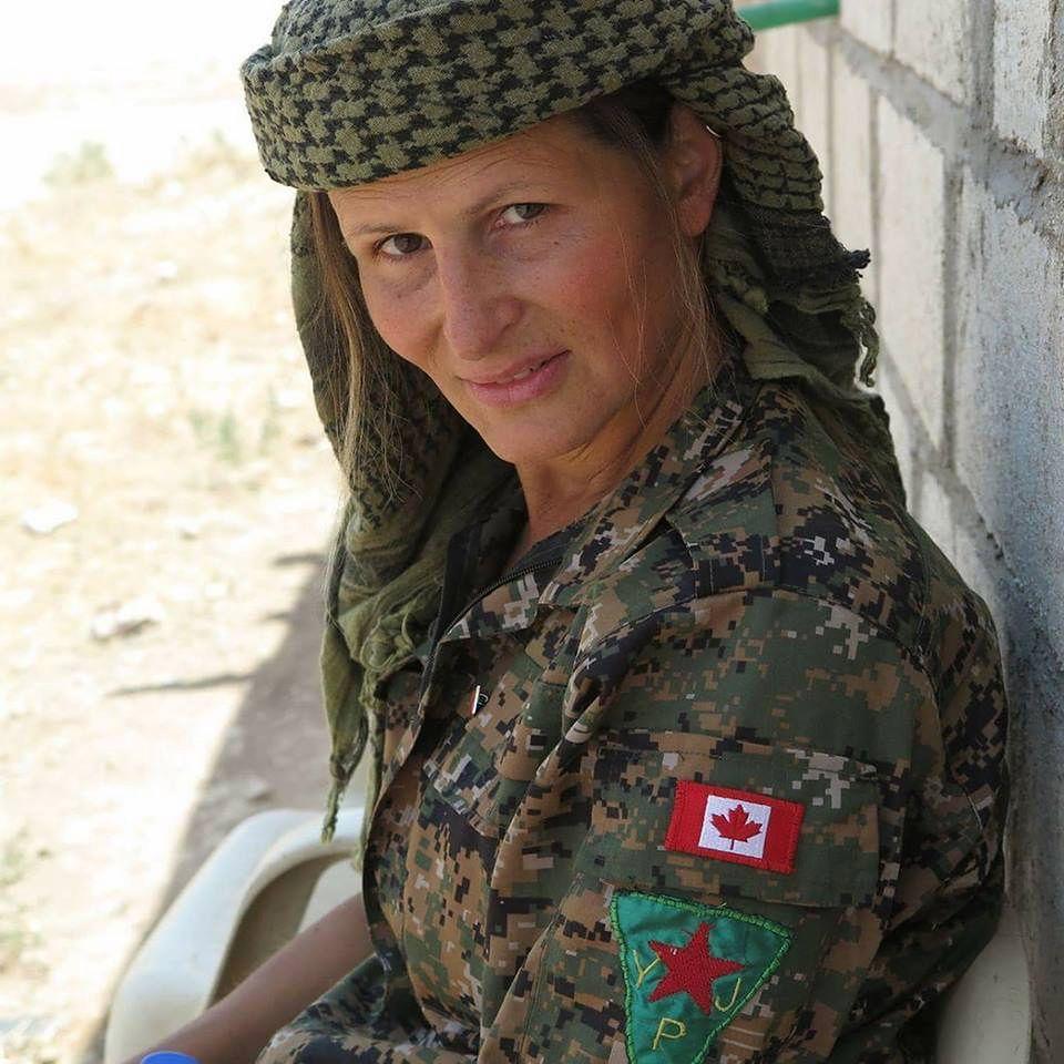 Z wybiegu na wojnę z ISIS. Niezwykła historia kanadyjskiej wojowniczki