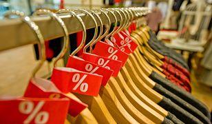 Wyprzedaże dobiegają końca. Największe promocje znajdziesz w sklepach Zara oraz Mohito.