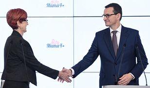 Mateusz Morawiecki i Elżbieta Rafalska po przyjęciu przez rząd projektu ustawy Mama 4 plus.