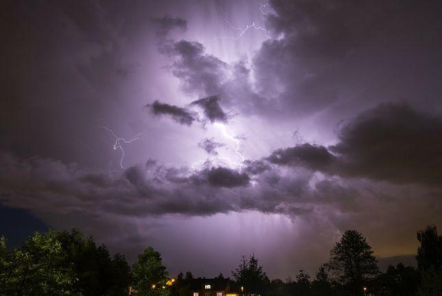 Pogoda. IMGW przedłużył ostrzeżenia przed burzami dla trzech województw