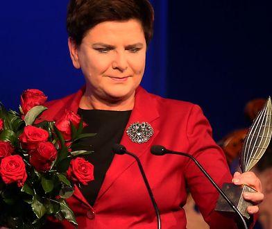 Premier Beata Szydło odbiera statuetkę Człowieka Roku