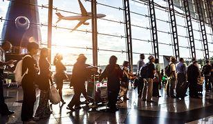 Zdecydowanie najmniej zakłóceń harmonogramu lotów ma miejsce rano, pomiędzy 6:00 a 12:00 – wówczas aż 83,7 proc. samolotów ląduje o czasiea