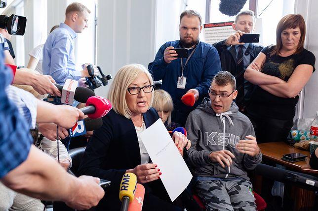 """Rzeczniczka rządu z propozycją porozumienia u protestujących. """"To skandal"""""""