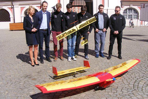 Poznańscy studenci skonstruowali nowe modele dronów na prestiżowe zawody w USA