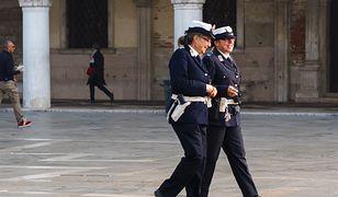 W Wenecji strażniczki miejskie muszą chodzić do pracy w bieliźnie - takiej, która nie rzuca się w oczy.