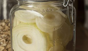 Syrop z cebuli. Jak zrobić domowe lekarstwo na kaszel?