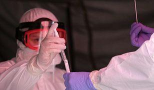 """""""Naukowy przełom"""" w walce z koronawirusem. Dyrektor generalny WHO: """"Gratuluję rządowi brytyjskiemu"""""""