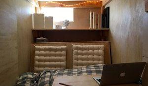 Pomysł na malutką sypialnię. Pokój w pokoju