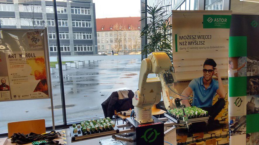 Roboty walczyły na Politechnice Wrocławskiej. Relacja z Robotic Arena 2015