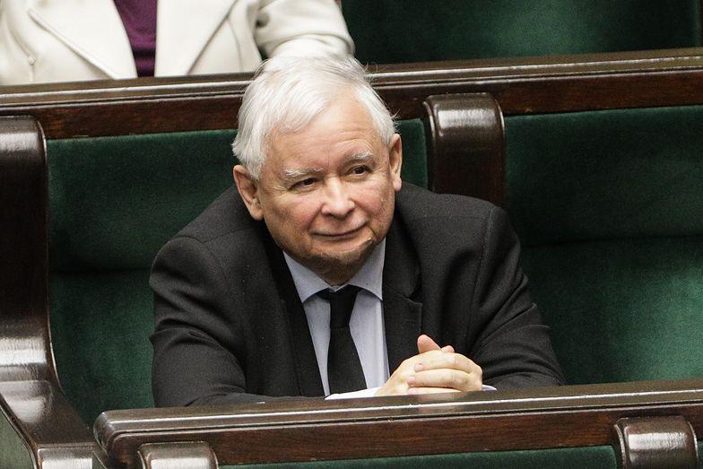 Ochrona godna pozazdroszczenia. Ilu policjantów pilnuje domu Jarosława Kaczyńskiego?
