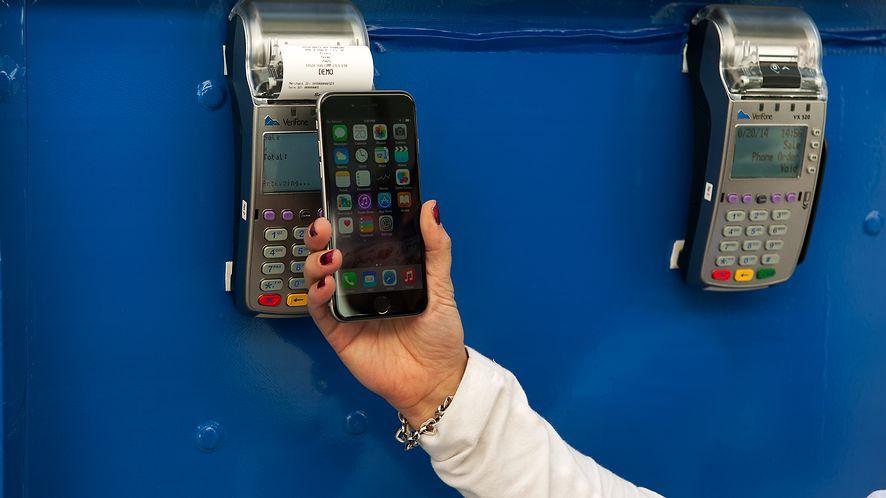PKO BP wprowadza obsługę Apple Pay i Garmin Pay dla przedsiębiorców, fot. Getty Images