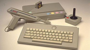 Atari część X — ostatnie 8-bitowce - Atari XE Game System w wersji Delux.