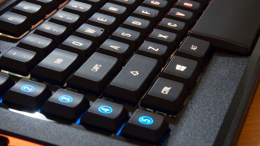 SteelSeries Apex M800 – miecz świetlny wśród mechanicznych klawiatur
