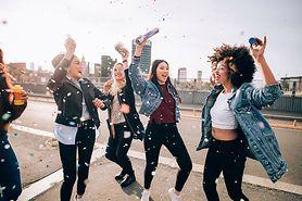 Shuffle dance - czym jest, historia, jak tańczyć, muzyka, nauka shuffle