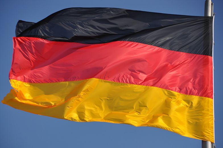 """Niemieckie flagi opuszczone do połowy masztu. """"Głęboki ból i wstyd"""""""