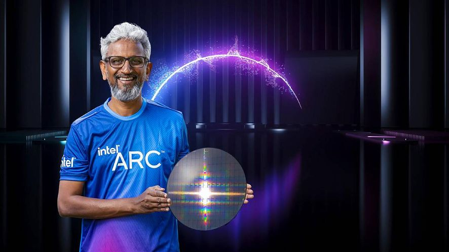 Raja Koduri z waflem krzemowym Intel ARC