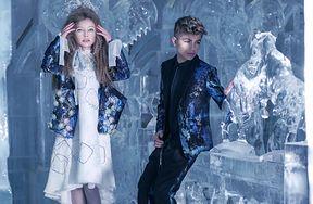 Sesja popularnych modeli dziecięcych w lodowej scenerii