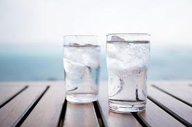 Picie zimnej wody nie pomaga schudnąć? (WIDEO)