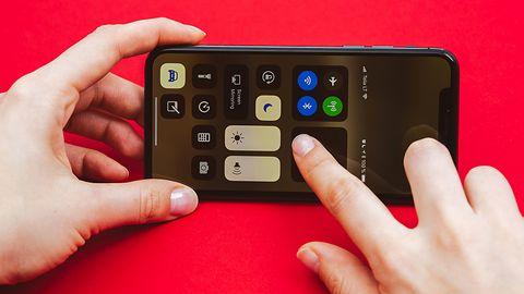 Trwają prace nad iPhonem z zakrzywionym ekranem i obsługą gestów w powietrzu