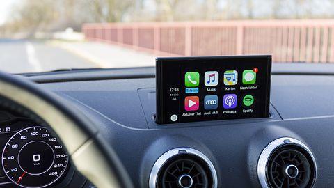 Yanosik trafi do Apple CarPlay. Ostrzeżenia o radarach wkrótce na ekranie samochodu