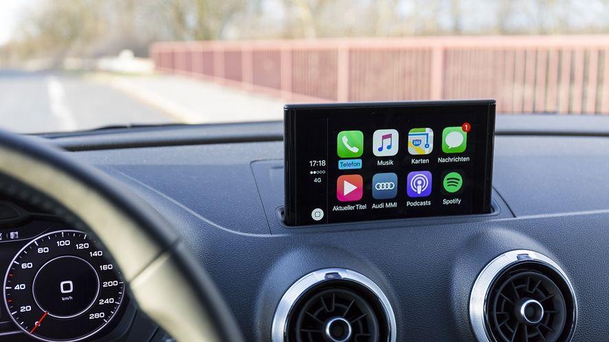Yanosik trafi do Apple CarPlay