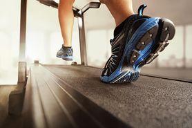 Ćwiczenia dla otyłych – zasady, kardio, ćwiczenia na siedząco, systematyczność