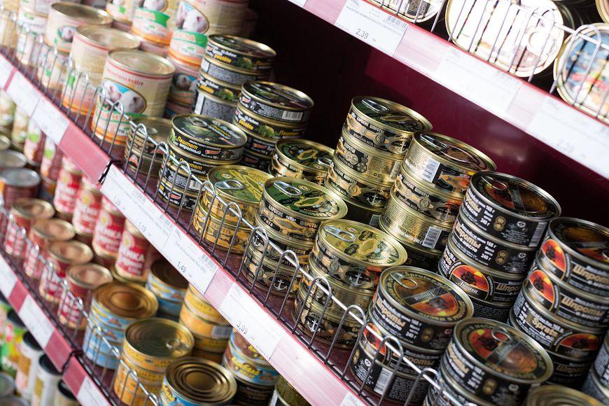 Jad kiełbasiany często występuje w konserwach