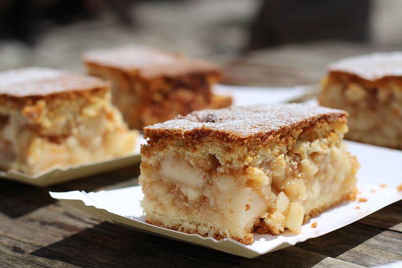 """Przepis na ciasto """"wiewiórka"""". Jeden składnik bardzo odróżnia je od szarlotki"""
