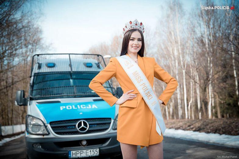 Miss Polski 2020 pozowała z policyjnym radiowozem. Nie zabrakło atrybutów najpiękniejszej Polki w postaci szarfy i korony