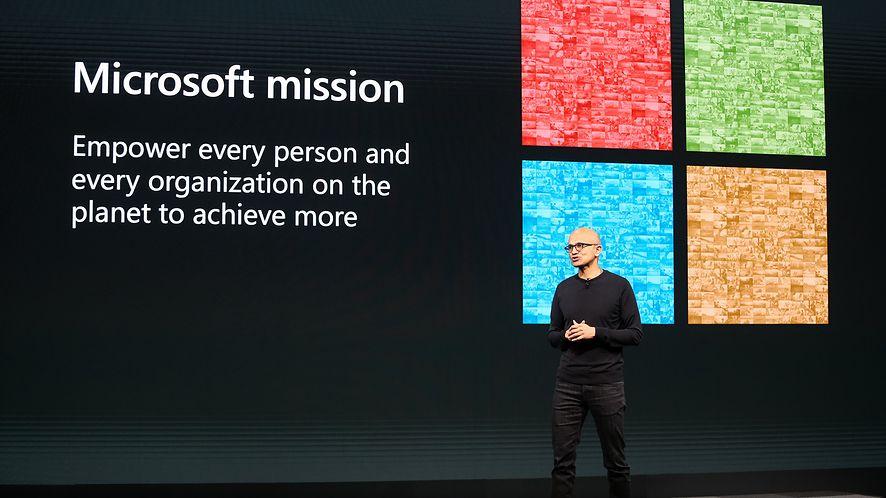 Satya Nadella podczas jednej z prezentacji, źródło: Microsoft