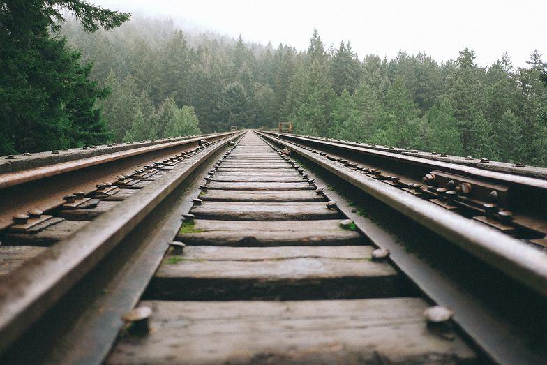 Tragedia pod Radomiem. 86-letnia kobieta śmiertelnie potrącona przez pociąg