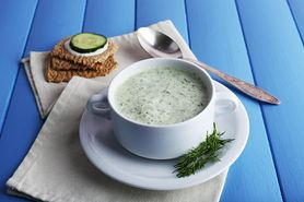 Zupa ogórkowa - właściwości, przepis, inne zupy oczyszczające