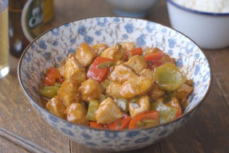 Kurczak słodko-kwaśny to sposób na szybki, sycący i przede wszystkim smaczny obiad
