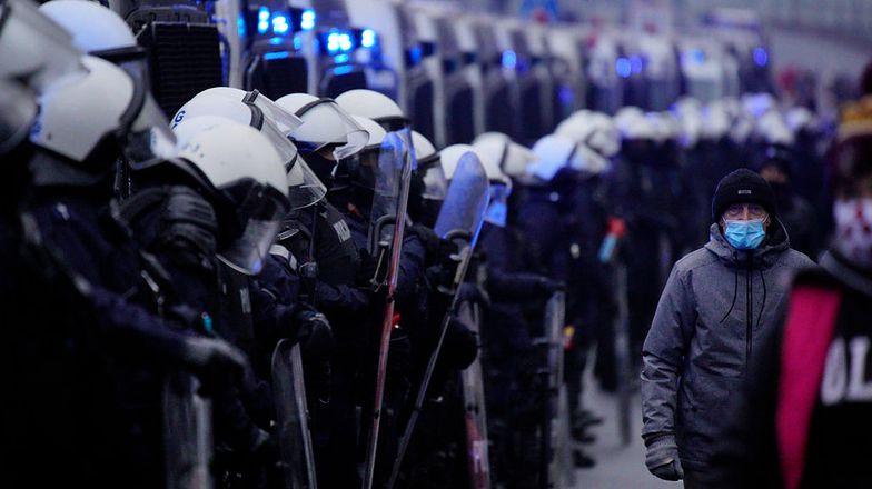 Był skazany za nadużycie siły na demonstracji. Policjanta uniewinniono