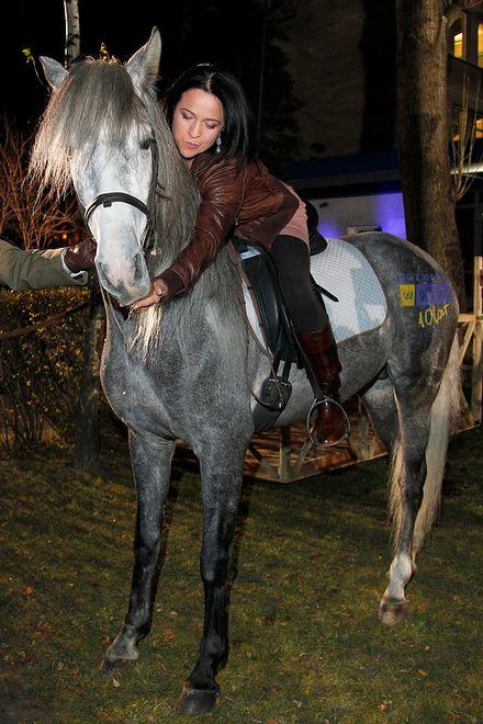 Ewa Drzyzga dosiadła konia!