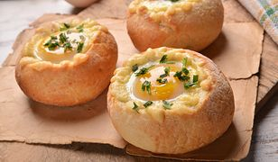 Szybkie gotowanie: jajko pieczone w bułce. Prosty przepis, pyszny smak