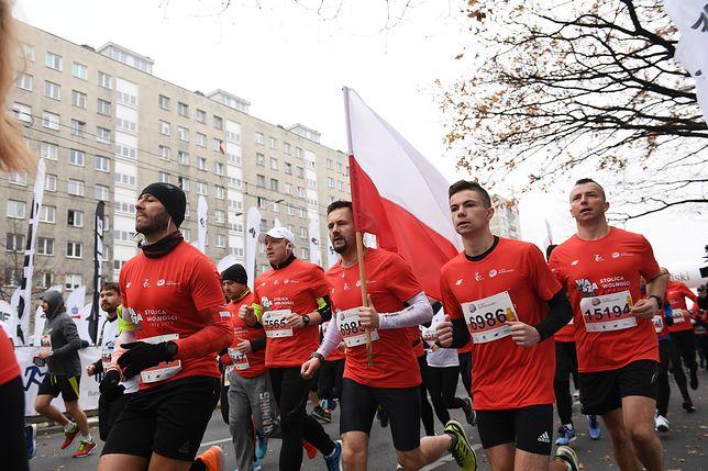 Warszawa. Uczestnicy Biegu Niepodległości na trasie zawodów 11 listopada 2018 r.