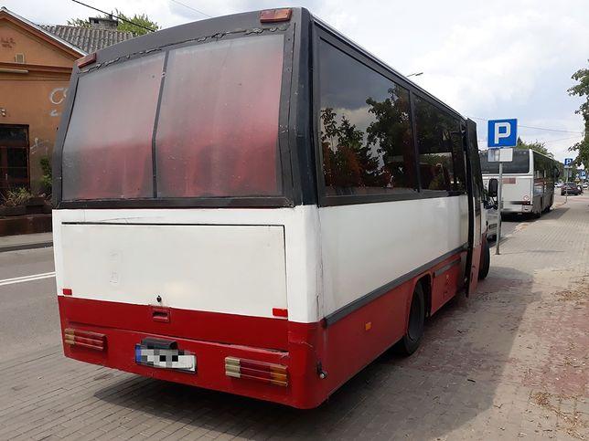 Inspektorzy byli zdumieni wyglądem autobusu oraz liczbą stwierdzonych usterek.