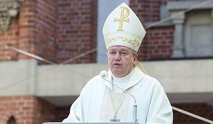 Arcybiskup apeluje o pomoc frankowiczom i wolne niedziele w handlu