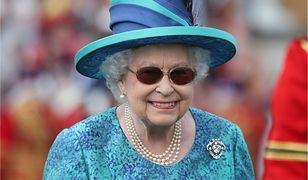 Anglicy sugerują królowej abdykację. Monarchini ma jednak powód, żeby zostać na tronie